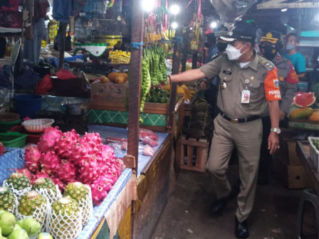 Central Jakarta Inspects Public Adherence to Health Protocols in Traditional Markets