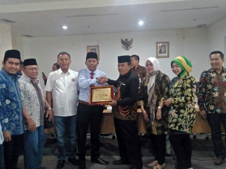 Legislators from Seven Regions Visit Jakarta DPRD