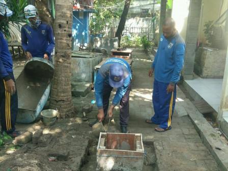 Pembangunan Dua Sumur Resapan di SDN 01 Pulau Harapan Rampung