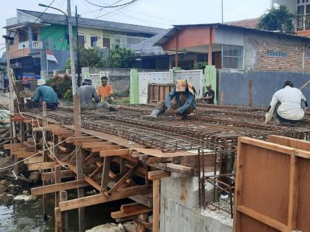 Pembangunan Jembatan Jl Pete Cilangkap Capai 60 Persen