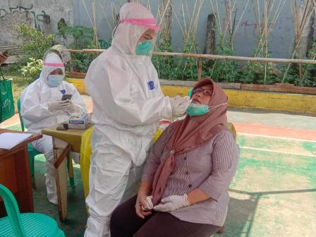 100 Warga Pinang Ranti Jalani Swab PCR Massal