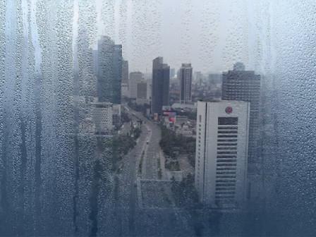 Waspadai Hujan Disertai Petir Terjadi di Jakarta