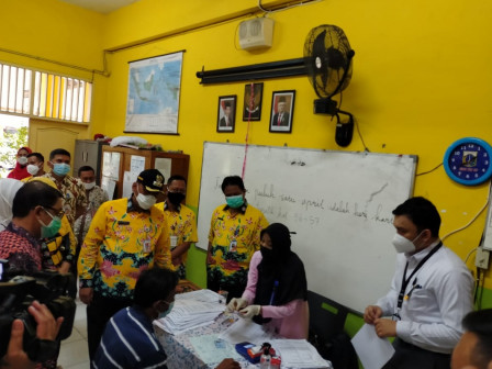 2000 KPM di Kelurahan Kembangan Utara Terima Buku dan ATM dari BANK DKI Untuk BST