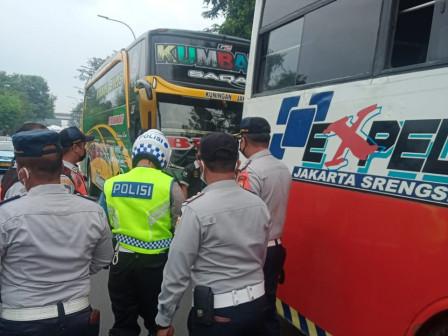 14 Bus AKAP Distop Operasi di Jaktim