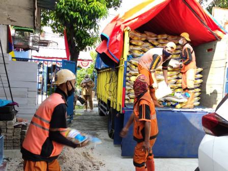 6.250 Bansos dari DKI Didistribusikan di Kelurahan Kayu Putih