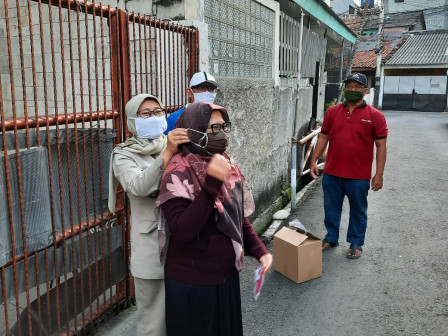 Grogol Gives Out 41,702 Free Masks to its Citizens