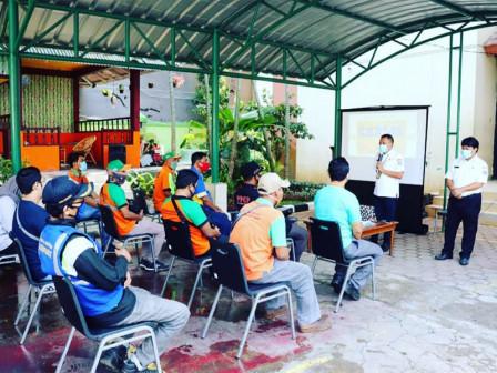237 Employees of Grogol Petamburan Sub-district Take Swab Tests