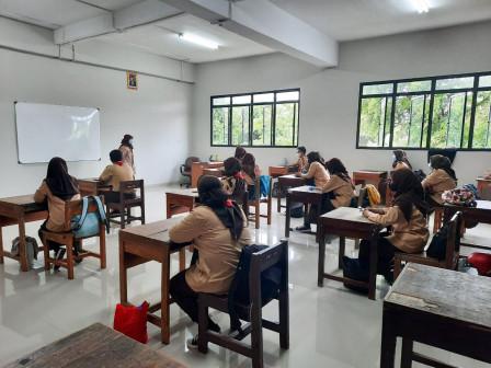 Camat Cipayung Tinjau KBM Tatap Muka Terbatas di SMKN 66