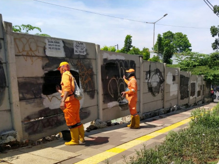 Graffiti on the Wall Alongside Jalan Panjang Removed