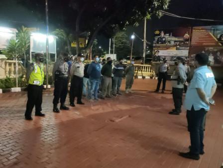 Ramadan, Grogol Petamburan Satpol PP Routinely Patrol at Dawn