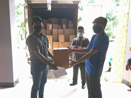 City Gives Out 155.496 Masks to Sunter Jaya People