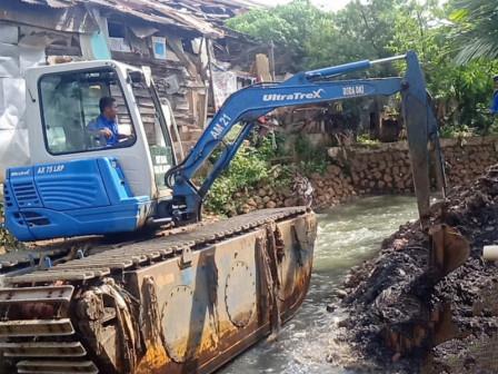 Mampang River Along Jl. Pondok Karya Dredged