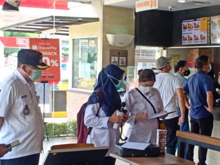 30 Petugas Gabungan Periksa Kebersihan Restoran di Rest Area KM 10 Tol Jagorawi