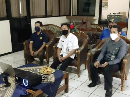 Residents and Apparatuses in Tegal Parang Enjoy JakWiFi