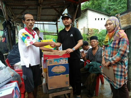 Logistic Aid Distributed to Citizens in Cawang Affected by the Flood