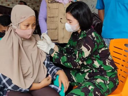 200 Warga Ditargetkan Divaksin di RW 05 Kelurahan Cipinang Besar Utara