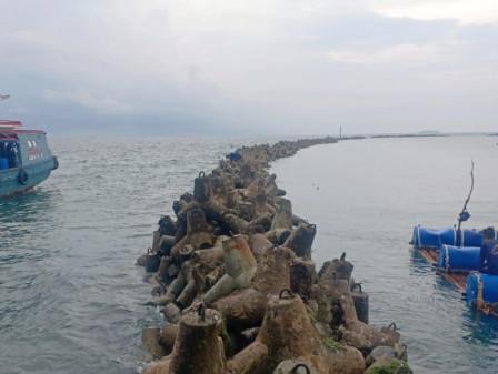 Perbaikan Breakwater di Sisi Timur Laut Pulau Untung Jawa Rampung