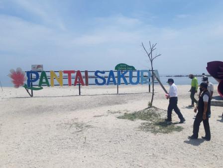 Bunga Sakura di Lokasi Wisata Pantai Sakura Pulau Untung Jawa Akan Diperbanyak