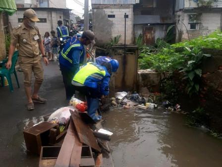 Puddles on Jalan Adi Karya Kedoya Selatan Have Receded Completely