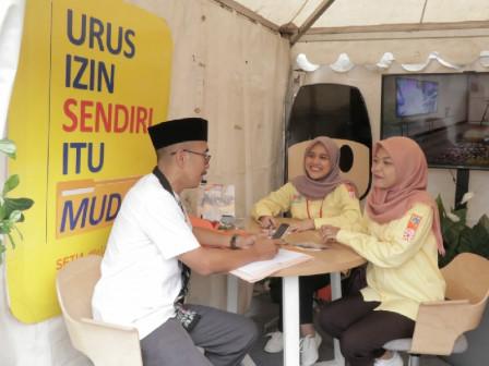PMPTSP Provides Service at Pekan Raya Koperasi Event