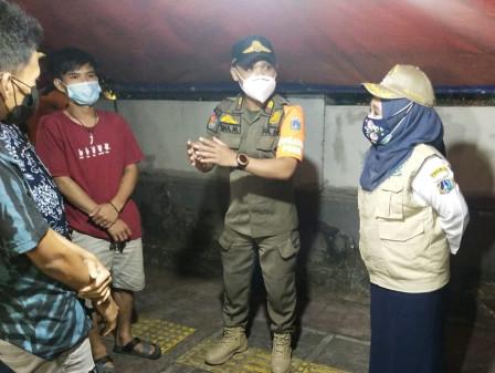 Kelurahan Tebet Timur Sosialisasikan PPKM Darurat Pada PKL