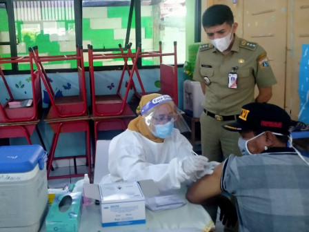 Preventing Crowds, Vaccination for Elderly People in Makasar Divided into 7 Sessions