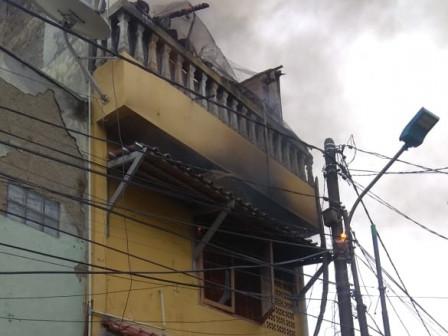 Kebakaran Rumah Dua Lanti di Palmerah Berhasil Dipadamkan