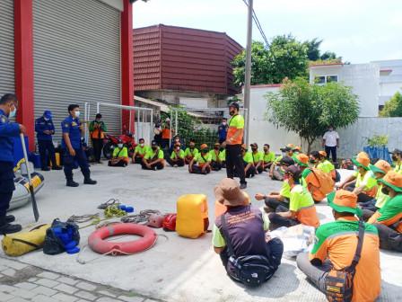 Ribuan Personel dan Armada Dinas Lingkungan Hidup Siap Antisipasi Dampak Musim Hujan