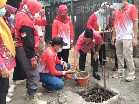 Ceger Residents Build Waste Disposal Site on Jalan Rambo