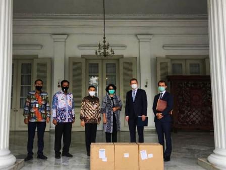 Pererat Kemitraan di Tengah Pandemi, Pemprov DKI Terima Bantuan Peralatan Medis Dari Berlin