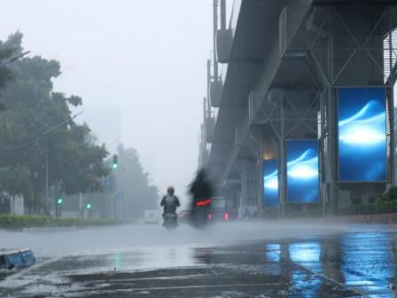 Waspada Potensi Hujan Disertai Kilat/Petir di Jaksel dan Jaktim pada Sore Hari