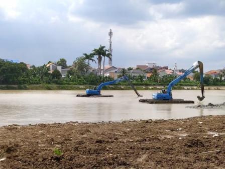 Mud Dredging Process in Situ Mangga Bolong Reaches 75 Percent