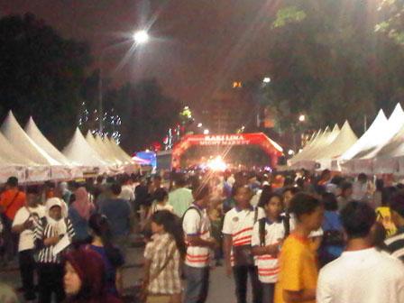 kaki lima night market dokbj