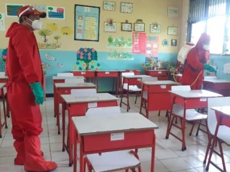 Two Schools on Kelapa Island Sprayed with Disinfectants