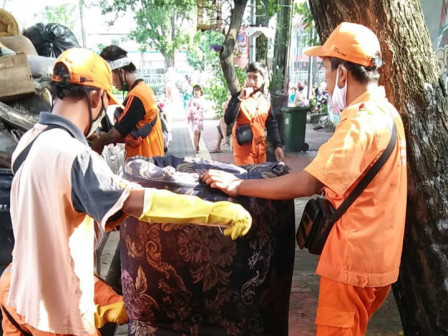 Post-Flood Handling, Tebet Timur Residents and PPSU Clean the Environment