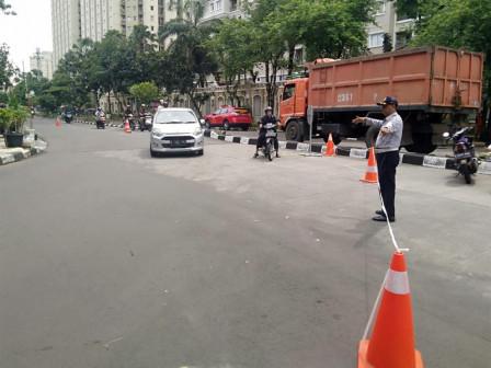 Transportation Unit Personnel Deployed to Control Traffic Around Kemayoran Underpass