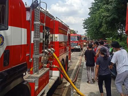12 Mobil Pemadam Atasi Kebakaran di Rawamangun