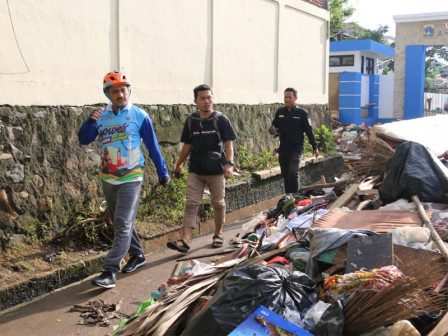 East Jakarta Mayor Led Communal Work in Kramat Jati