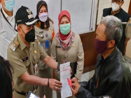 Plh Wali Kota Jakpus Cek Pendistribusian BST di Johar Baru