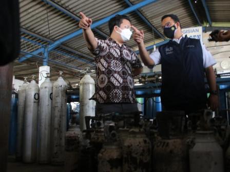 Tinjau Industri Pengisian Tabung Oksigen, Gubernur Anies Pastikan Kecukupan Pasokan Bagi RS