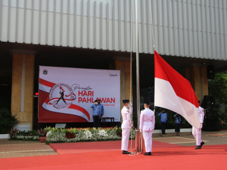 City Holds Ceremony to Commemorate the 75th Heroes' Day at Jakarta City Hall
