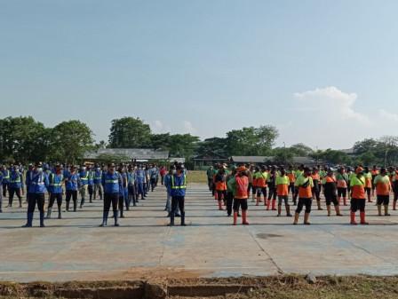 200 Pasukan Pelangi Dikerahkan Gerebek Lumpur di Kali KBN
