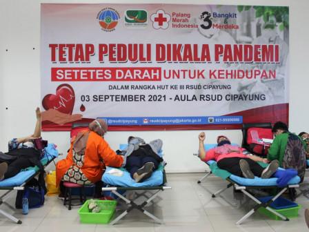100 Peserta Ikuti Kegiatan Donor Darah di RSUD Cipayung