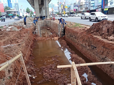 Pembangunan Kolam Olakan di Jl Boulevard Raya Dilanjutkan