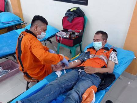 120 Peserta Ikuti Donor Darah di SKKT Kelurahan Pademangan