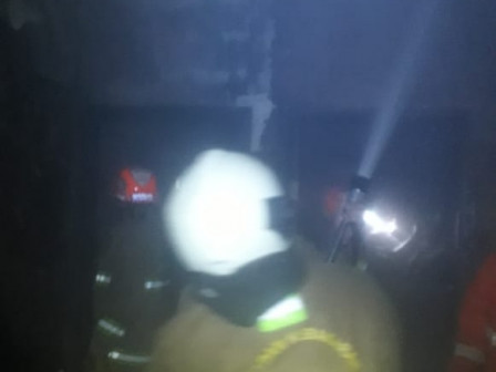 Tiga Mobil Atasi Kebakaran Ruko di Cipinang Cempedak