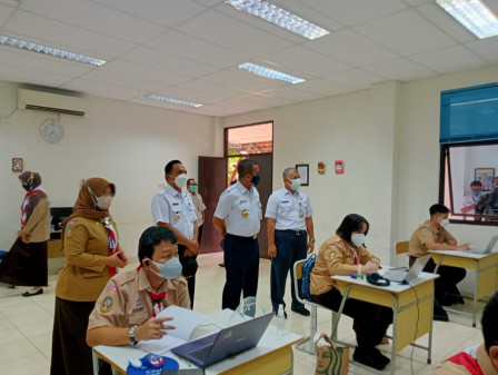 Wali Kota Jaktim Tinjau PTM Terbatas di SMA MH Thamrin