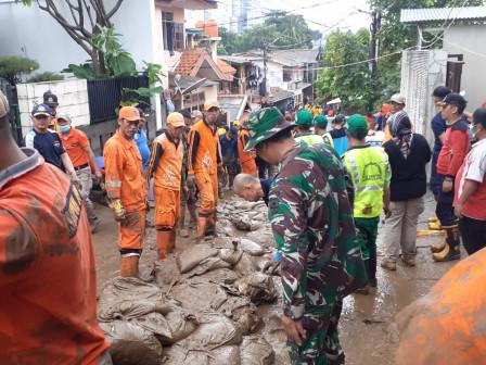 Post-Flood Communal Work in Rawa Jati Continues