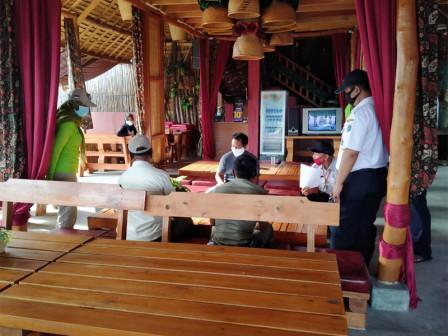 Homestay Units in Pramuka Island Checked Regarding Health Protocols Implementation