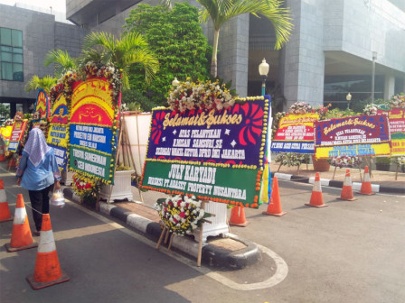 Congratulations Flower Bouquets Seen Coming to the Jakarta DPRD Building